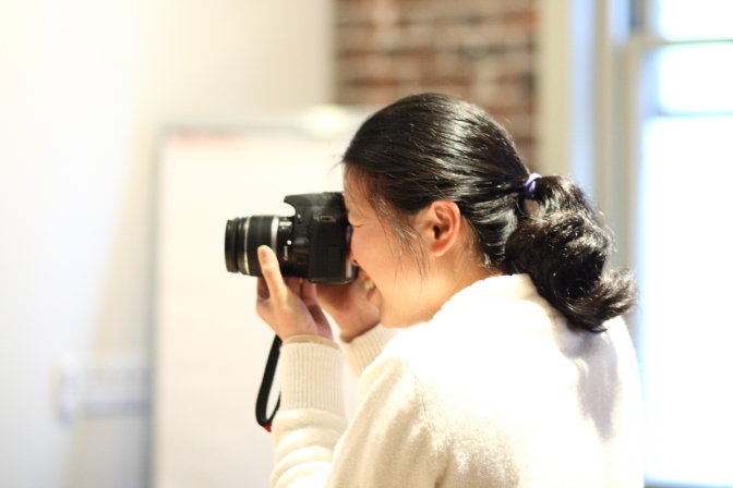 Annie_Lin_taking_a_photo_at_the_Wikimedia_Foundation_office,_2010-10-25